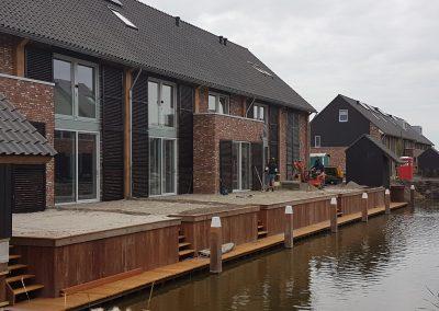 Beschoeiing en voor- en achtertuinen ontgraven en aanvullen Den Hoorn